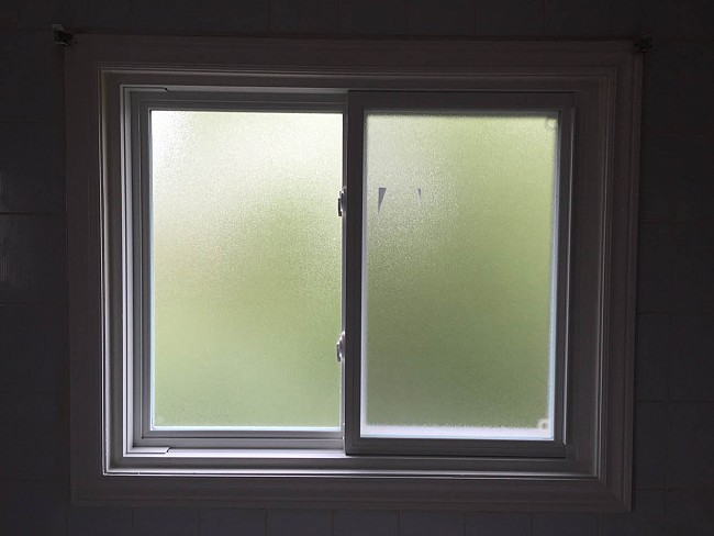 vinyl-windows-replacement-toronto-frosted-privacy
