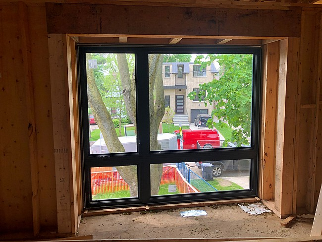 vinyl-windows-replacement-toronto-big-with-yard-views
