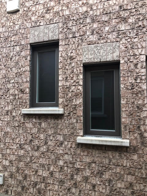 vinyl-windows-replacement-toronto-natural-coloured-brick