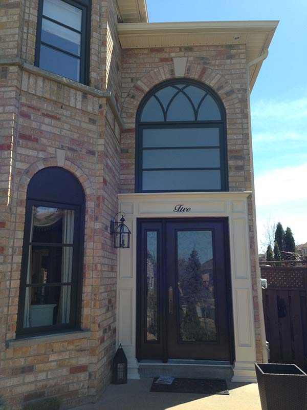 vinyl-windows-replacement-toronto-above-entry