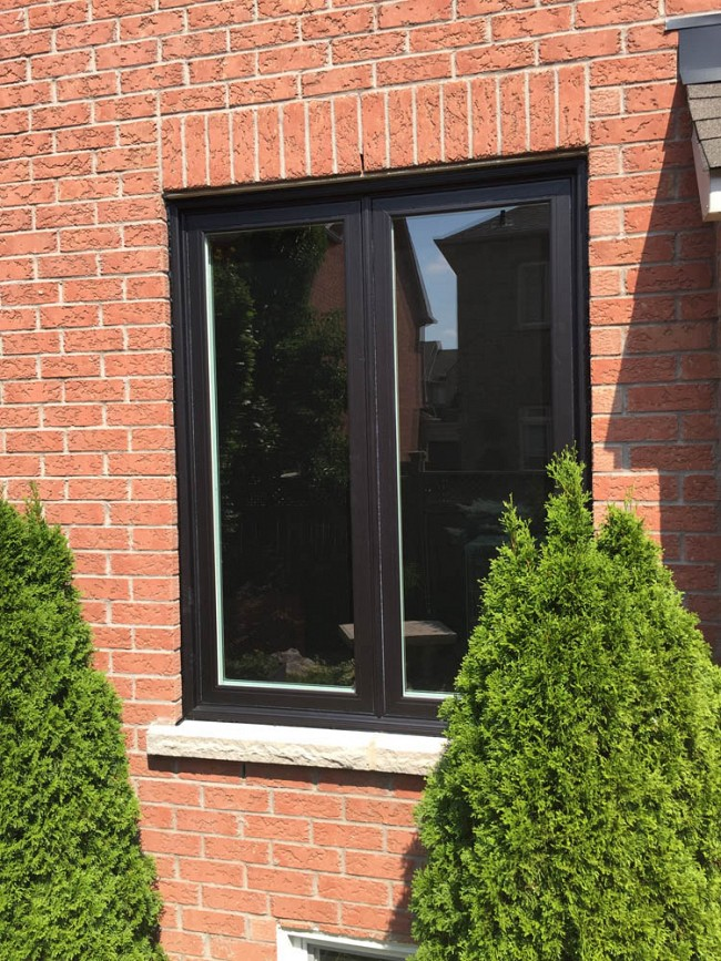 vinyl-windows-replacement-toronto-black-with-red-brick